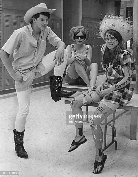 MAY 29 1969 JUN 4 1969 Students ' Dress Down ' All 'dressed down' in unusual clothing are John Bruno of 8396 Circle Drive Linda Simpson of 8940...