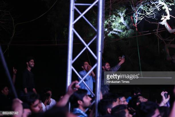 Students enjoy the performance of Bollywood singer Arman Malik during the Crossroads 2017 the fest of Shri Ram College of Commerce on March 7 2017 in...
