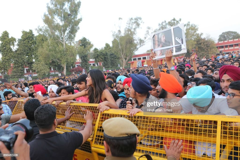 Students enjoy the performance of Punjabi actor and singer Diljit Dosanjh during the Confluence 2017 Hansraj College Annual Cultural Fest on March 6..