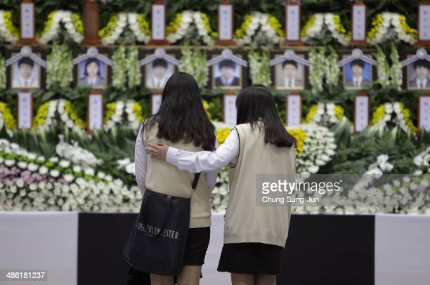 Students from Danwon high school pay tribute at a group memorial altar for victims of sunken passengers ship at the Ansan Olympic Memorial Hall on...