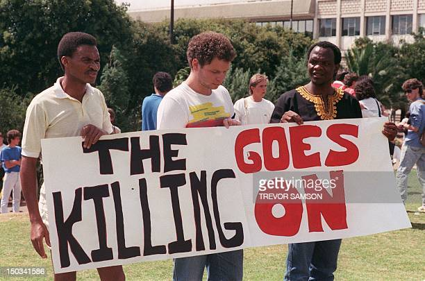 Students from the University of Witwatersrand stage a demonstration 21 March 1988 in Johannesburg to commemorate the 28th anniversary of the 1960...