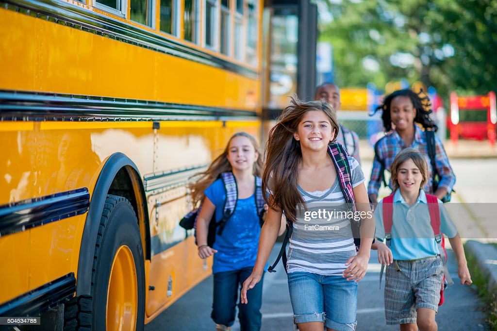 Studenten auf dem Weg zur Schule : Stock-Foto