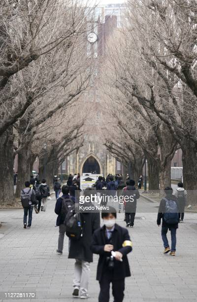 Students head to take the University of Tokyo's entrance examination on Feb. 25, 2019. ==Kyodo