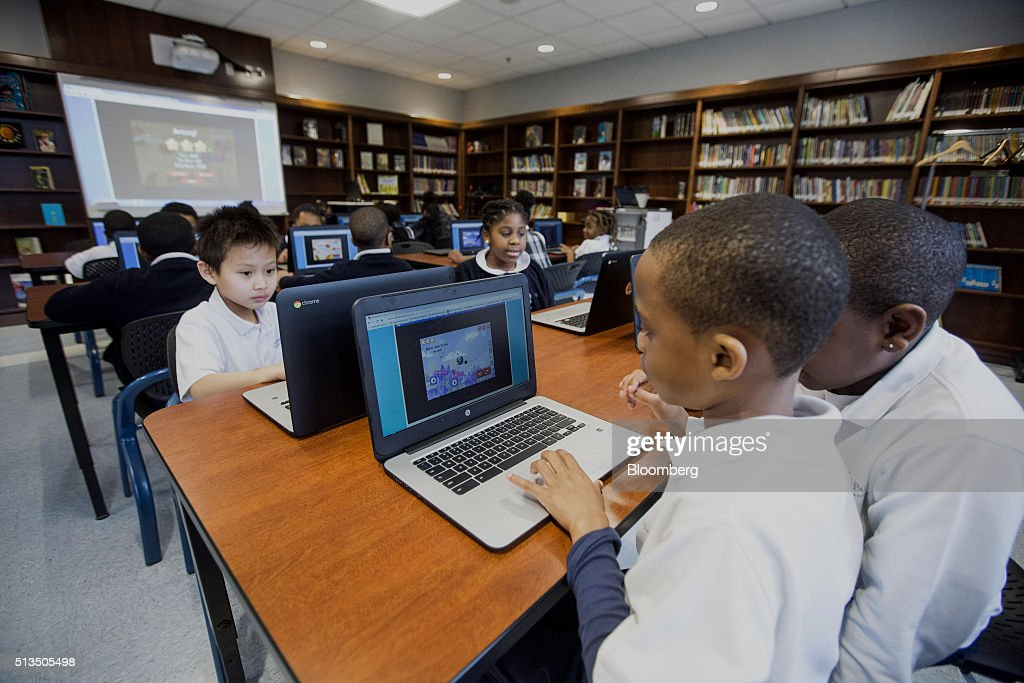Wall Street Rebuilding America's Catholic Schools : News Photo