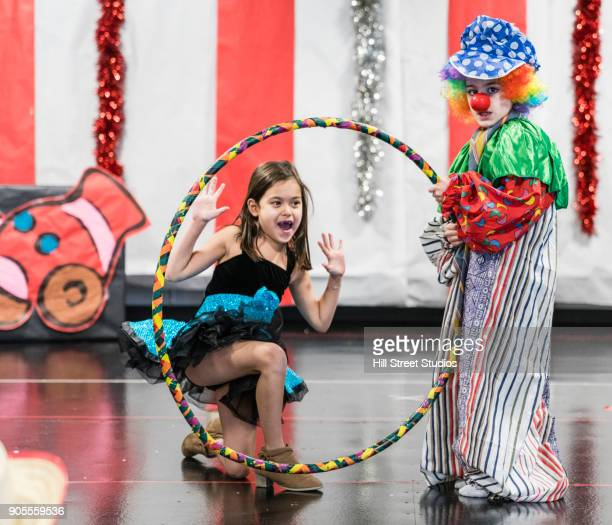 students in circus costumes performing in theater - arts culture et spectacles photos et images de collection