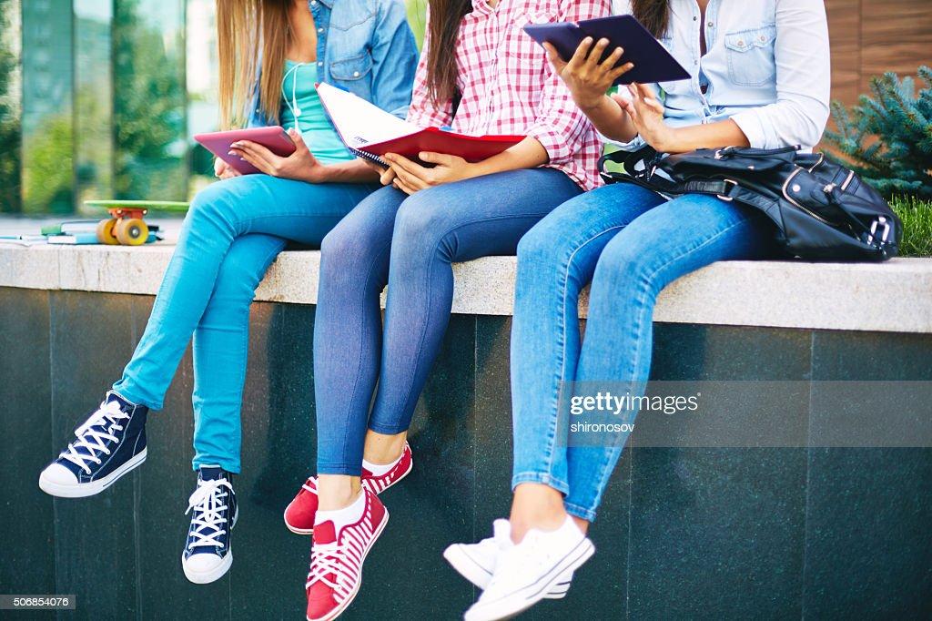 Картинки по запросу students in jeans