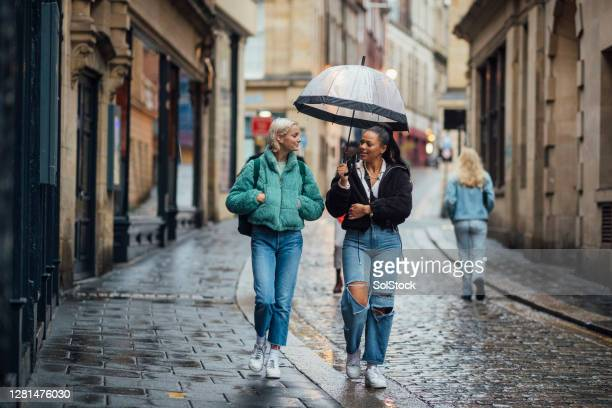 students in the city - high street stock pictures, royalty-free photos & images