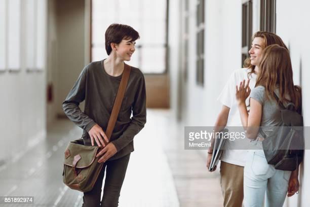 students in the hallway - bella ciao foto e immagini stock