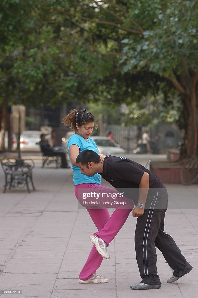 Students learn the Israeli self defence technique known as Krav Maga at a school run by Vikky Kapoor in New Delhi, India ( for IT Woman Magazine ) : News Photo
