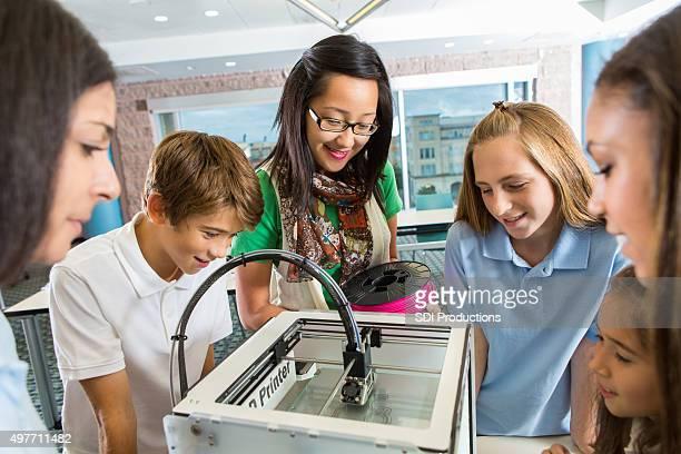 Schüler lernen über 3D-Drucker Technologie in class
