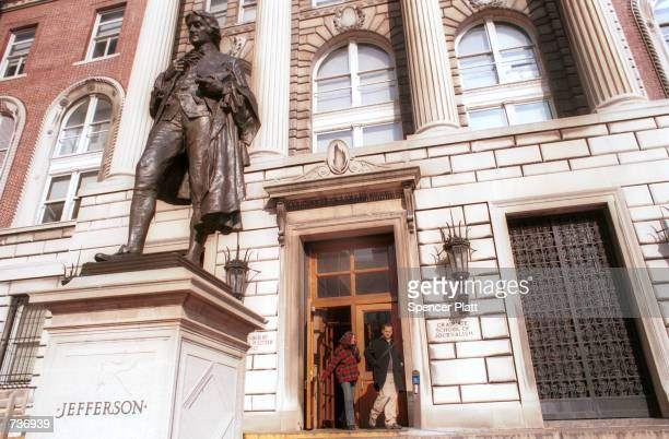 Students leave the entrance to Columbia University's School of Journalism January 25 2001 in New York Former Vice President Al Gore has accepted a...