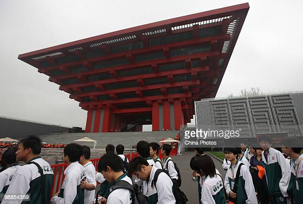Students line up to visit the China Pavilion during the 2010 World Expo on May 5 2010 in Shanghai China The World Expo will be held from May 1...