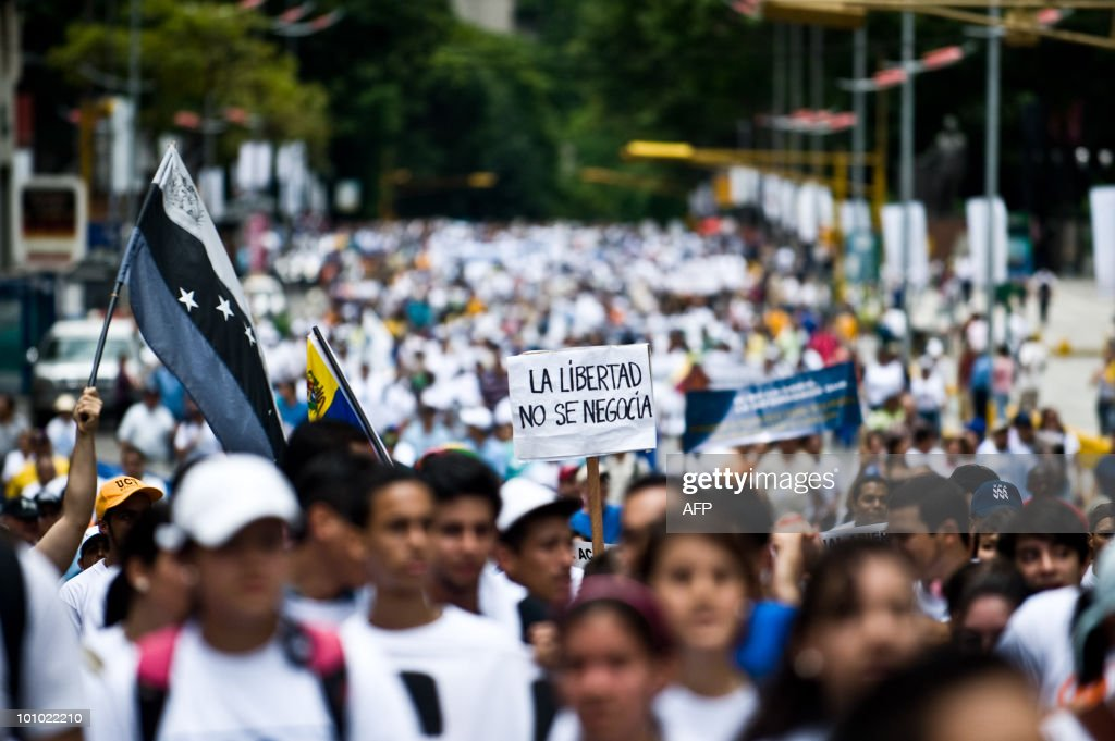 Students march during a protest of students and teachers in demand of a higher budget for educaction in Caracas on May 27, 2010. The sign reads: 'Freedom is not to be negotiated'. AFP PHOTO / Miguel GUTIERREZ