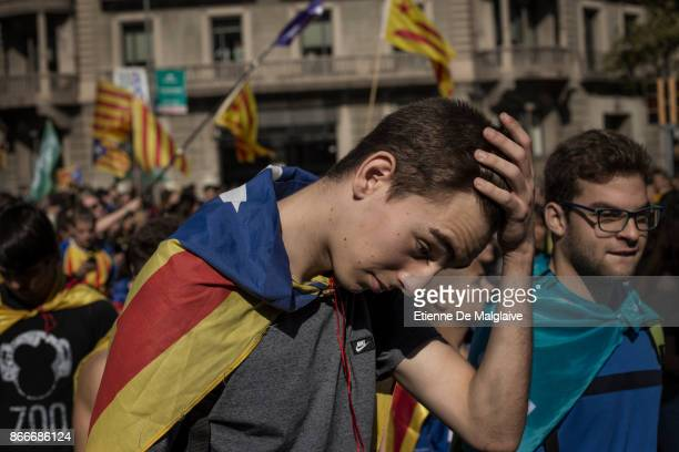 Students march in support for Catalan independence on October 26 2017 in Barcelona Spain 'The Parliament of Catalonia will meet today for a two days...