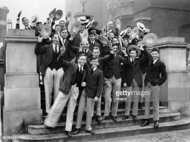 Students of Harrow School are returning to school after Christmas vacations England Photograph 1929 [Schler der Harrow School zu Beginn des neuen...