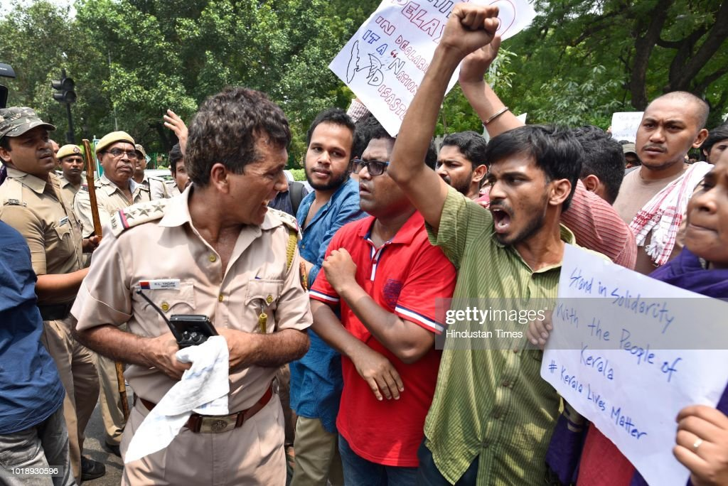 JNU Students Protest Against Insufficient Action Of Central Government On Kerala Floods