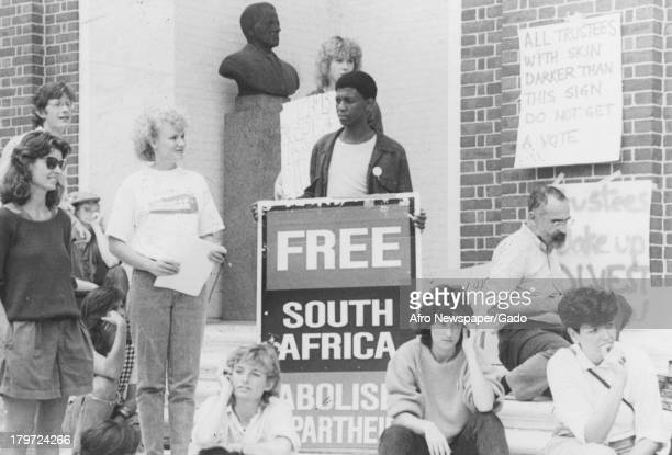 Students of Johns Hopkins University fight against South African apartheid 1970