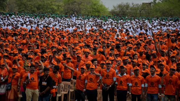 IND: SPPU Distributes 16,631 Saplings To Volunteers, Attempts Guinness World Record