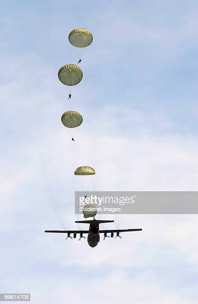 students of the aerial delivery and field services department jump from a c-130 hercules.   - paratrooper stock pictures, royalty-free photos & images
