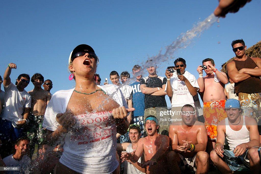 Spring Break Revelers Flock To Texas's South Padre Island : News Photo