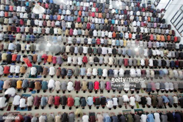 Students perform a prayer on the first day of the holy fasting month of Ramadan at ArRaudlatul Hasanah Islamic boarding school on May 28 2017 in...
