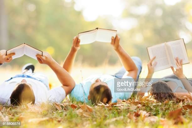 alunos a ler - literatura - fotografias e filmes do acervo