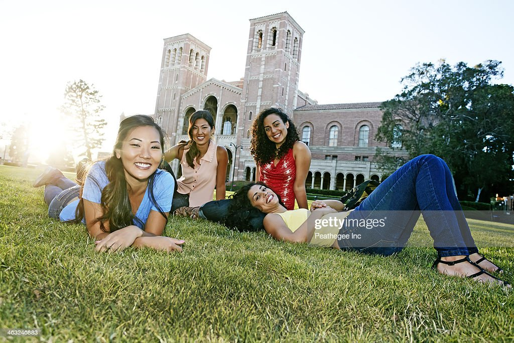 Students relaxing on campus : Stock Photo