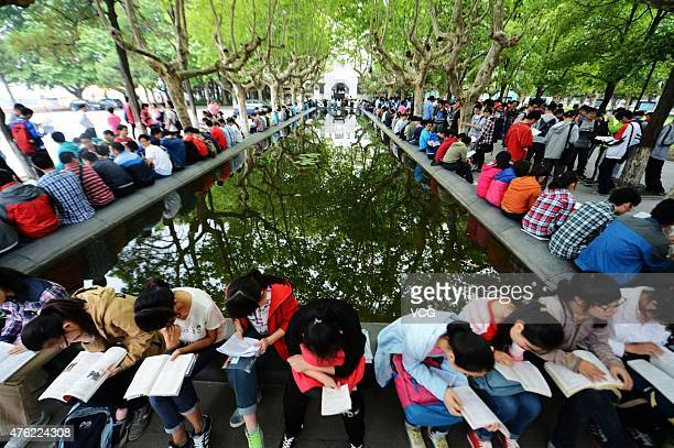 Students review books before the exam at Yanghou High School on June 7 2015 in Yangzhou Jiangsu Province of China The 2015 College Entrance...