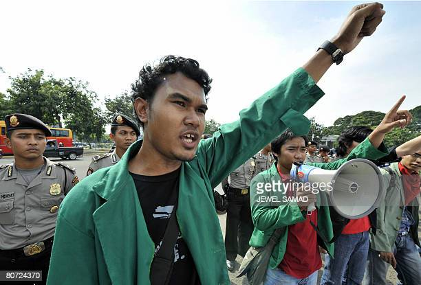 Students shout slogans during an antigovernment demonstration in front of the presidential palace in Jakarta on April 17 2008 The students criticized...