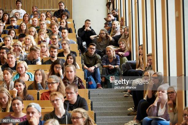 Students sit closely together in the Audimax of the University in Koblenz Germany 09 October 2017 1282 new students have registered for the winter...