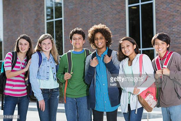 students standing outside building - schoolkinderen stockfoto's en -beelden