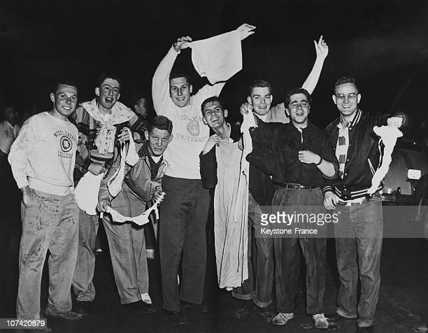 Students Storm In Girls Dormitories Brassiere Raid At Columbia In Usa On 1952