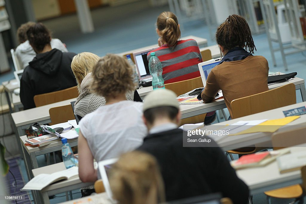 Universities Anticipate High Numbers Of Students : News Photo