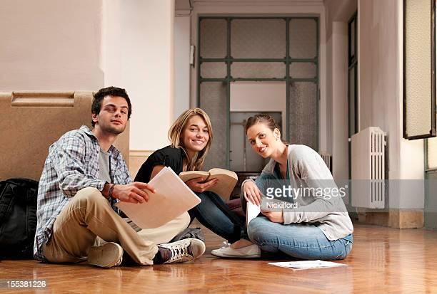 Alunos a Estudar