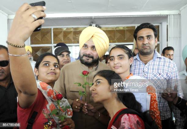 Students take selfie with Punjab Tourism and Cultural Affairs Minister Navjot Singh Sidhu at Punjabi University on September 27, 2017 in Patiala,...