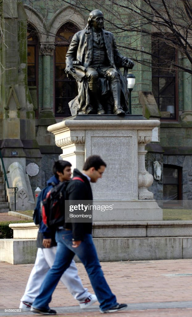 Students walk past a statue of Benjamin Franklin, founder of : News Photo