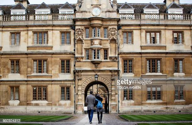 Students walk through Cambridge University in Cambridge east of England on March 14 2018 / AFP PHOTO / Tolga Akmen
