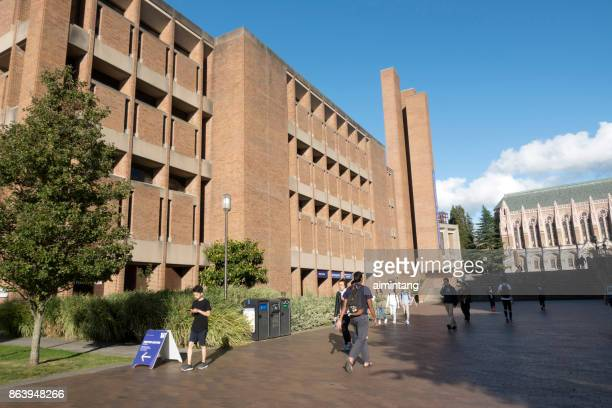 Students walking in the campus of University of Washington