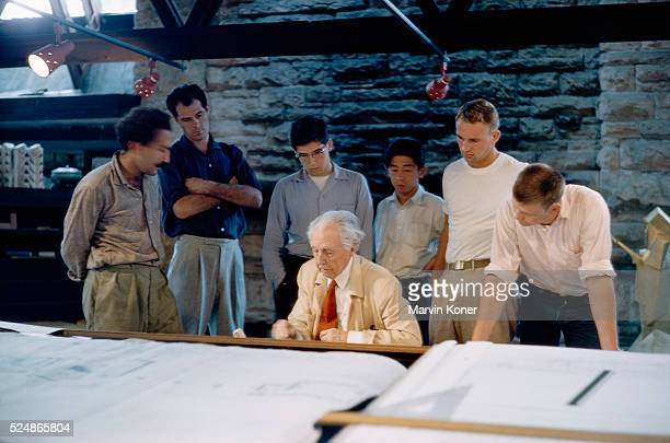 Students watching architect Frank Lloyd Wright draft at his studio and school Taliesin in Wisconsin | Location near Spring Green Wisconsin USA