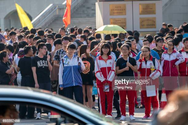 Students who finished their first subject of the college entrance exam walk out of campus and wait in front of a crossroad From June 7th to 9th there...