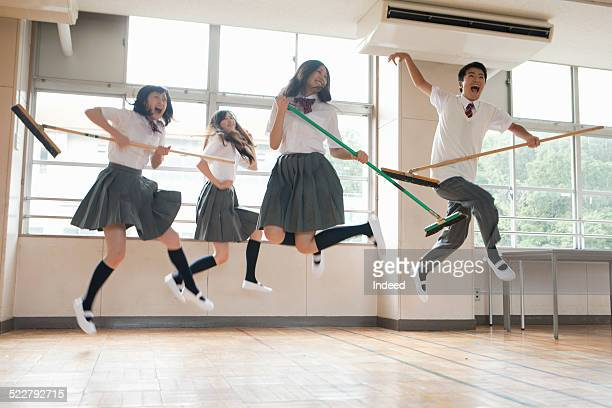 4 students who make a pose in the classroom