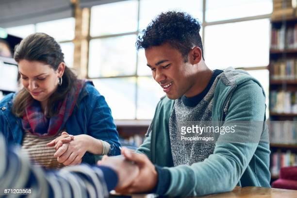 estudantes que rezar nunca falhará - religião - fotografias e filmes do acervo