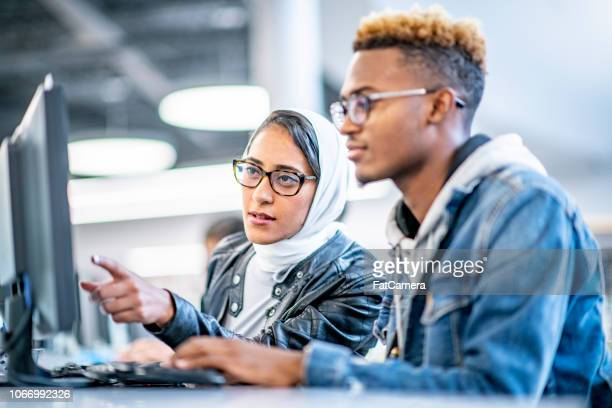 students working together in the library - religious dress stock pictures, royalty-free photos & images