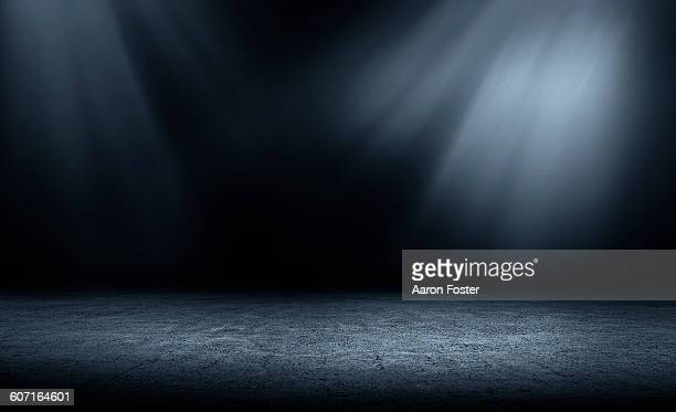 studio lights - dark stock pictures, royalty-free photos & images