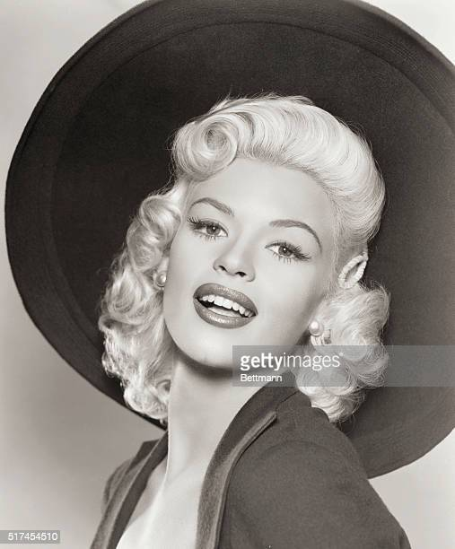 Studio portrait of 1950's sex symbol Jayne Mansfield who died in a car accident in June 1967 at the age of 34