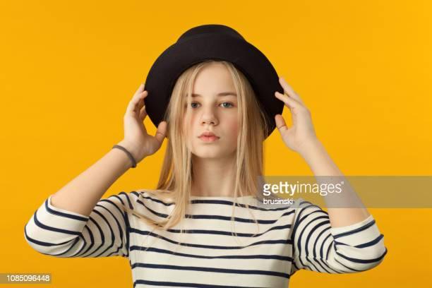 Portrait d'une fillette de 12 ans en studio
