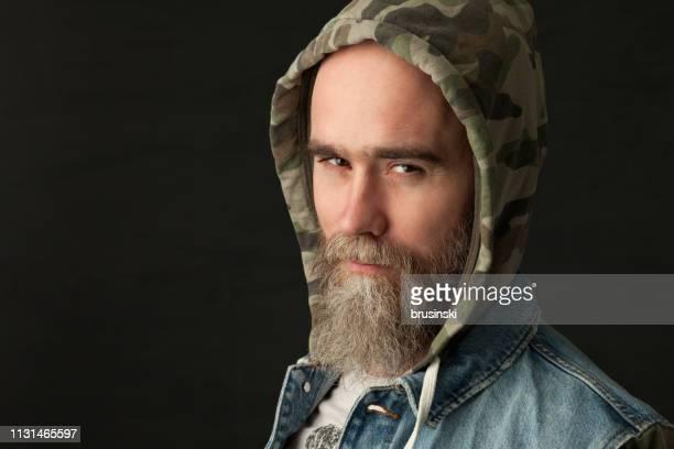 Portrait de Studio d'un homme barbu âgé de 35 ans