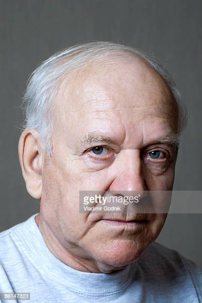 studio portrait of a senior man - three quarter front view stock pictures, royalty-free photos & images