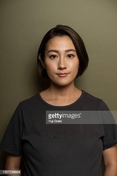 studio portrait of asian young adult woman - 女性 ストックフォトと画像
