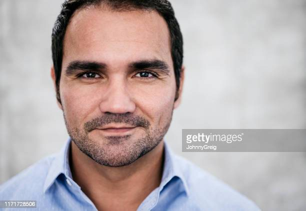 studio portrait of contented hispanic businessman - colletto aperto foto e immagini stock